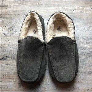 Perfect men's UGG Ascot slippers gray size 11